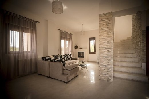 3 bedroom Maisonette in Agia Marina RE0055
