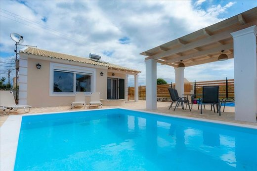 3 bedroom Villa in Agios Georgios Crf RE0433