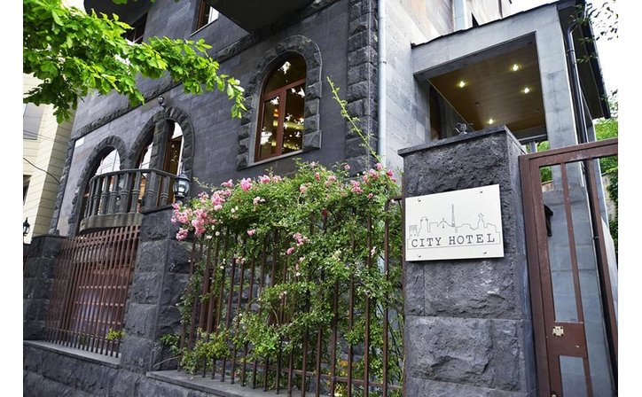 City Hotel by Picnic
