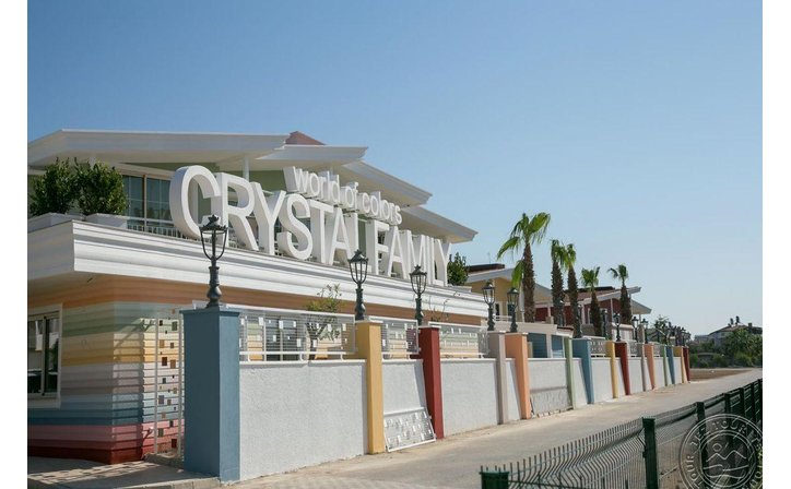 CRYSTAL CLUB WORLD OF COLOURS