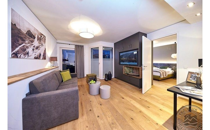 TWO TIMEZ HOTEL (ZELL AM SEE)