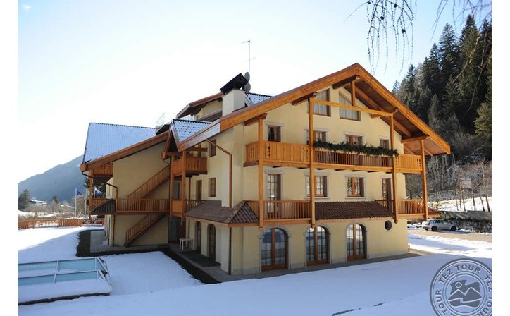 HOLIDAYS DOLOMITI APARTMENT RESORT (PINZOLO/CARISOLO)